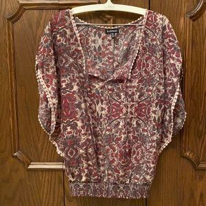 Made in 🇨🇦!! Pretty Le Chateau shirt size xxs